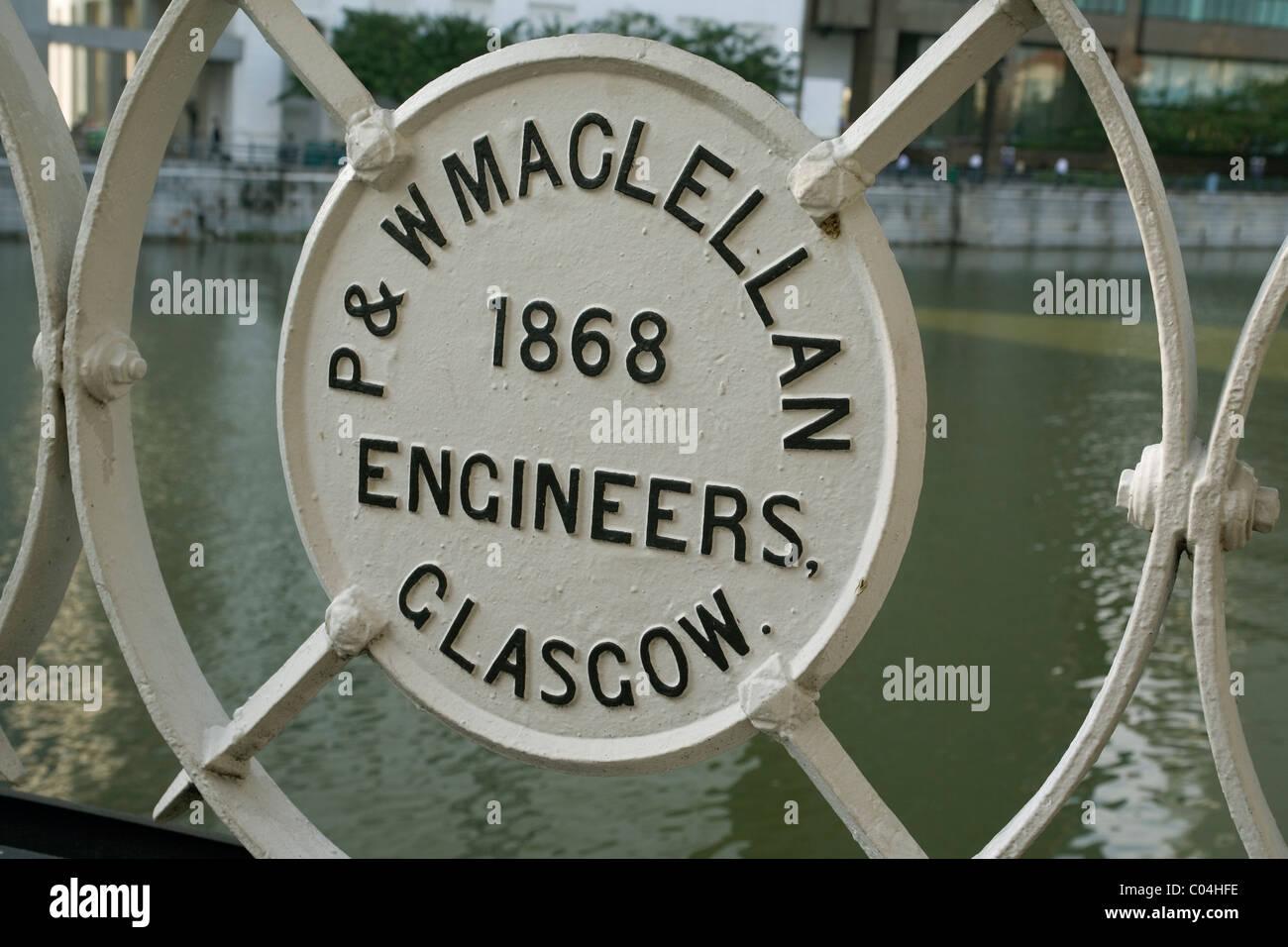Singapore Cavenagh bridge builders memorial - Stock Image