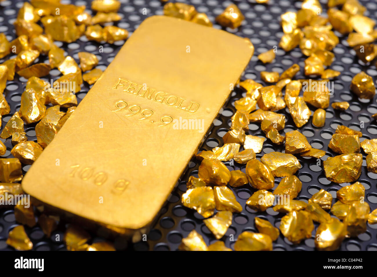 bar of gold and nugget - Stock Image