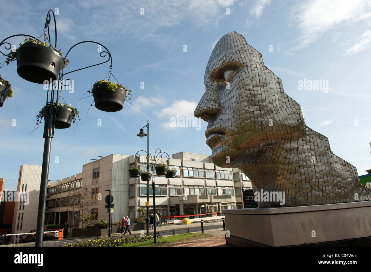 Wigan town centre statue THE FACE OF WIGAN by artist RICK KIRBY - Stock Image