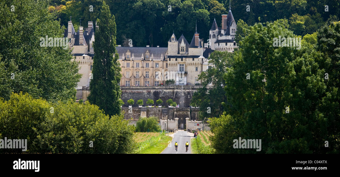 Cyclists at Chateau d'Usse at Rigny Usse from across the Indre River in the Loire Valley, France - Stock Image