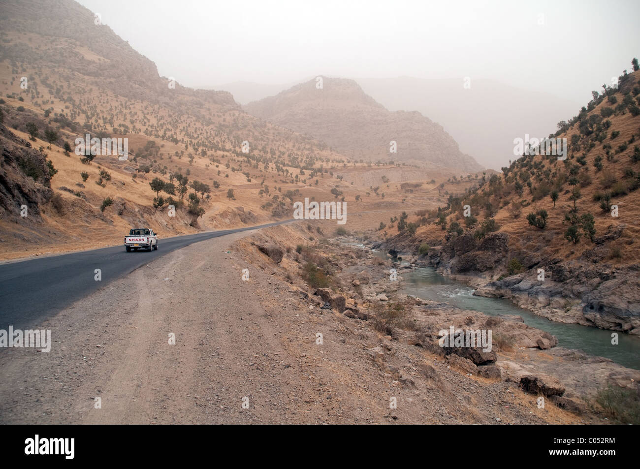The Haji Omran Road, in the Zagros Mountains region of Iraqi Kurdistan, running along the Choman River to the Iran - Stock Image