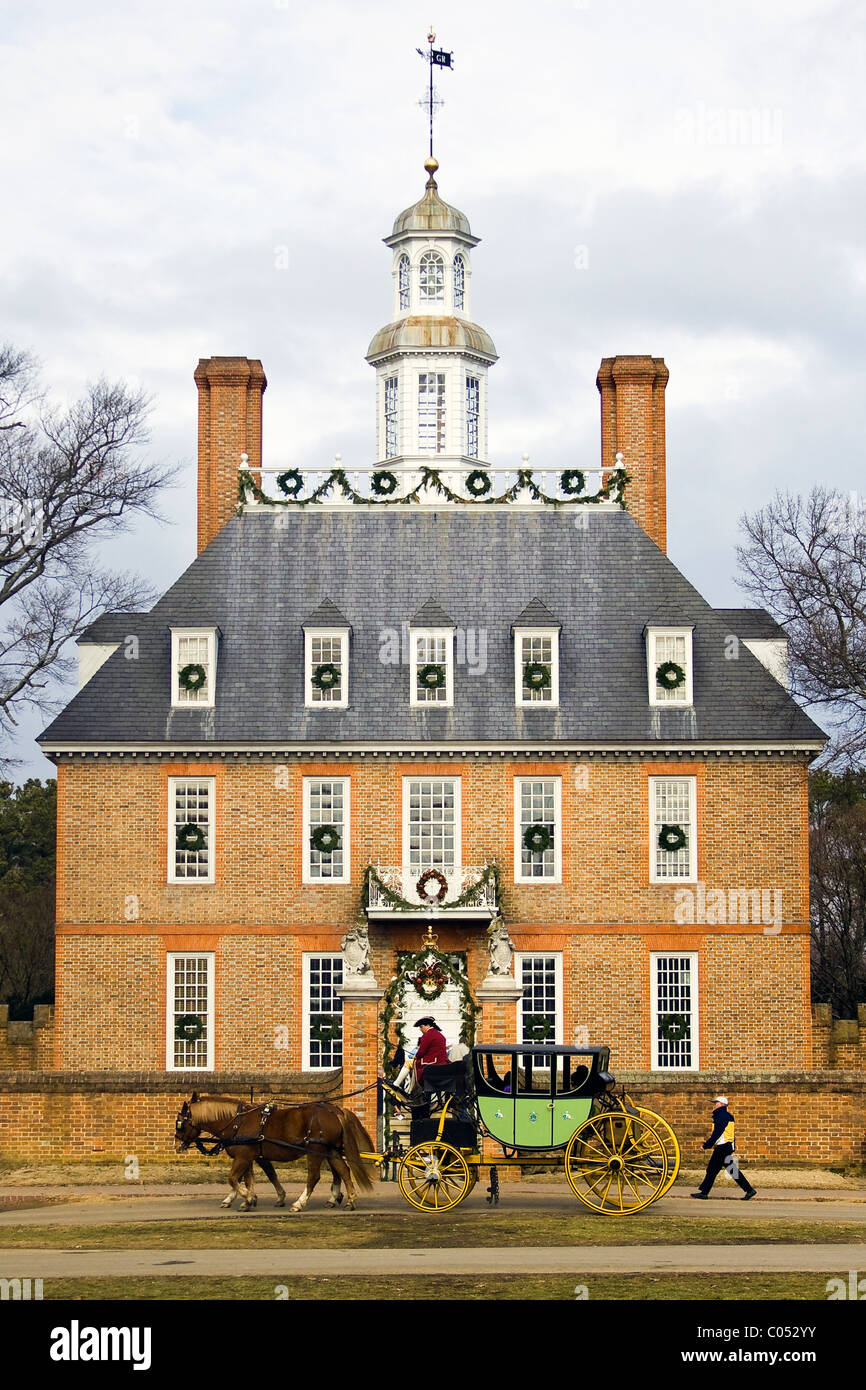 Lightening Rod Stock Photos Images Alamy Wall Clock Governor Driver A Coachman Driving Tourists By The Governors Palace Adorned With Christmas Decorations In Historic Colonial