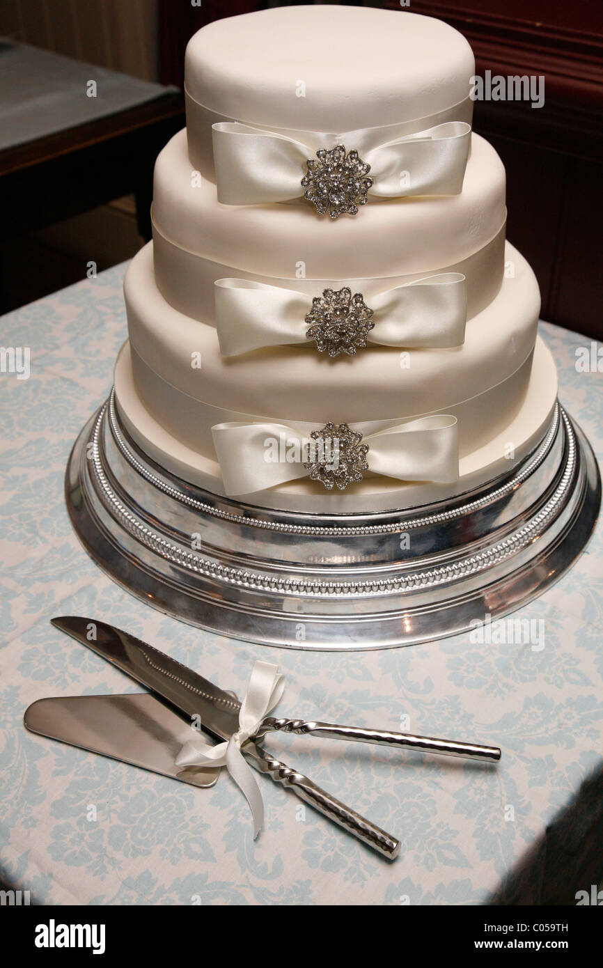 Three tier wedding cake - Stock Image
