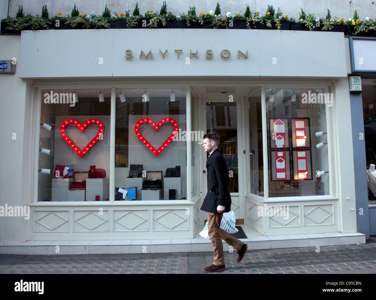 Branch of Smythson stationers, Sloane Street, London - Stock Image