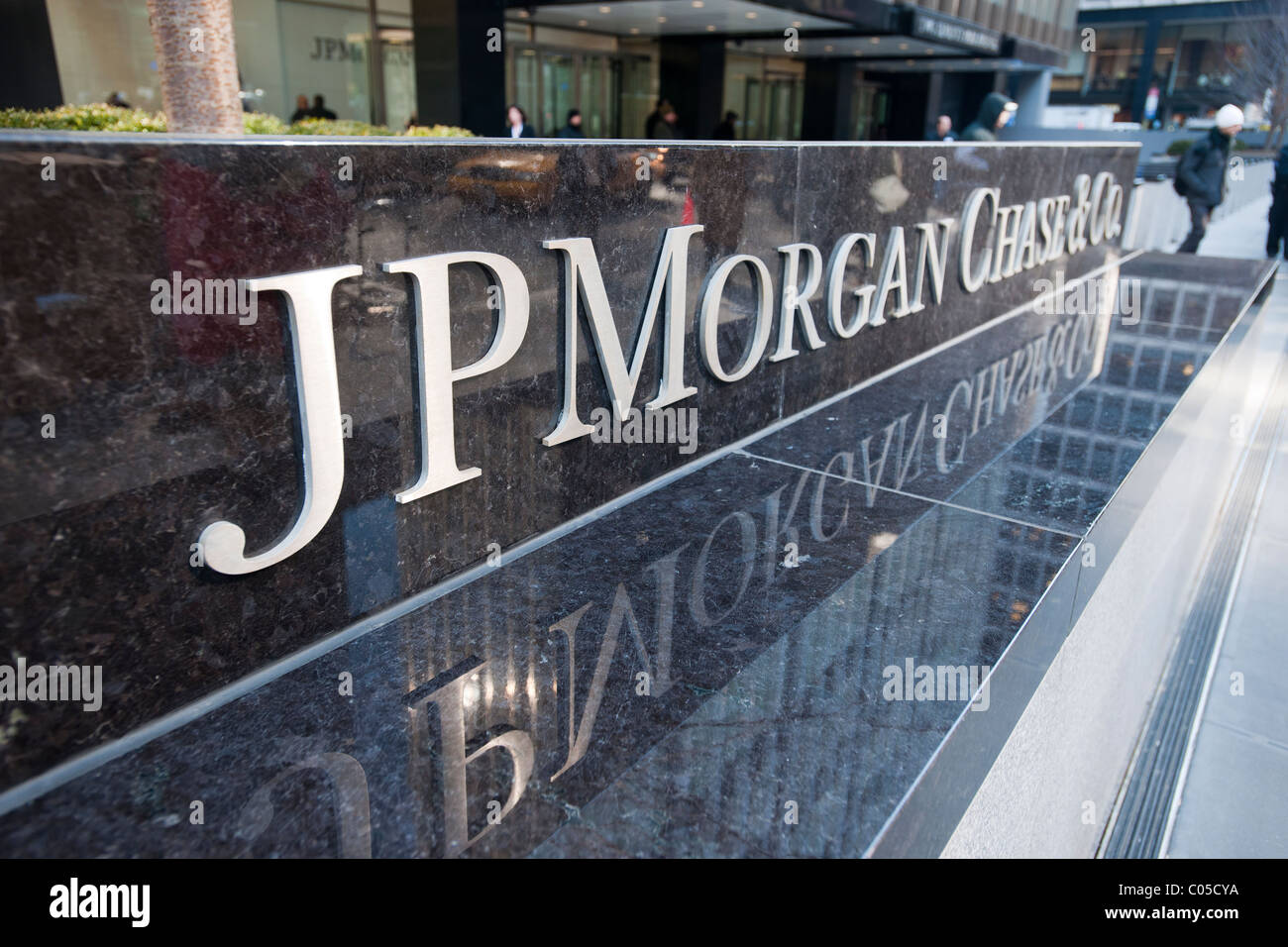 The JPMorgan Chase headquarters on Park Avenue in New York Stock ...