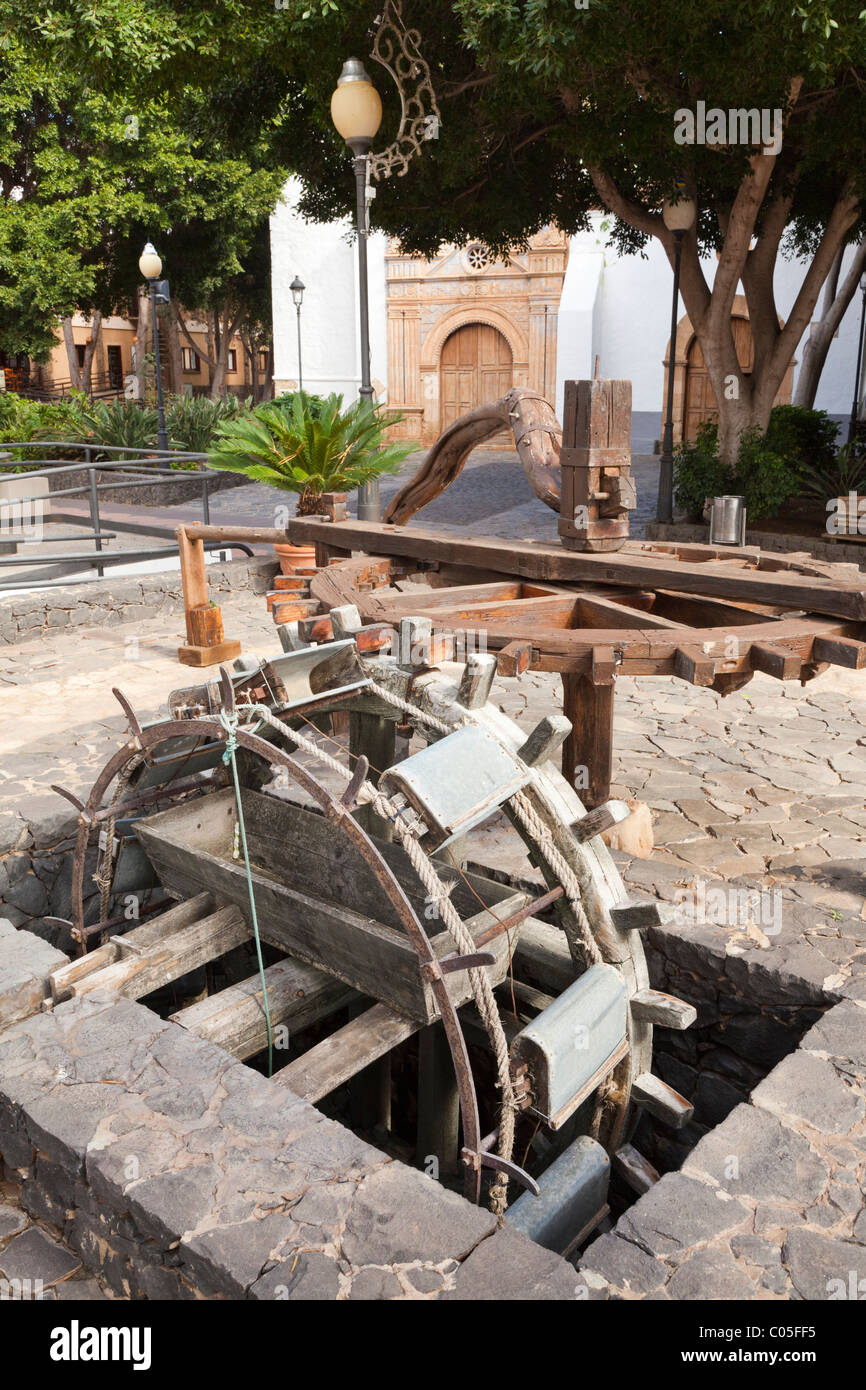 The water wheel (that could be powered by a camel or a donkey) in the square at Pajara on the Canary Island of Fuerteventura - Stock Image