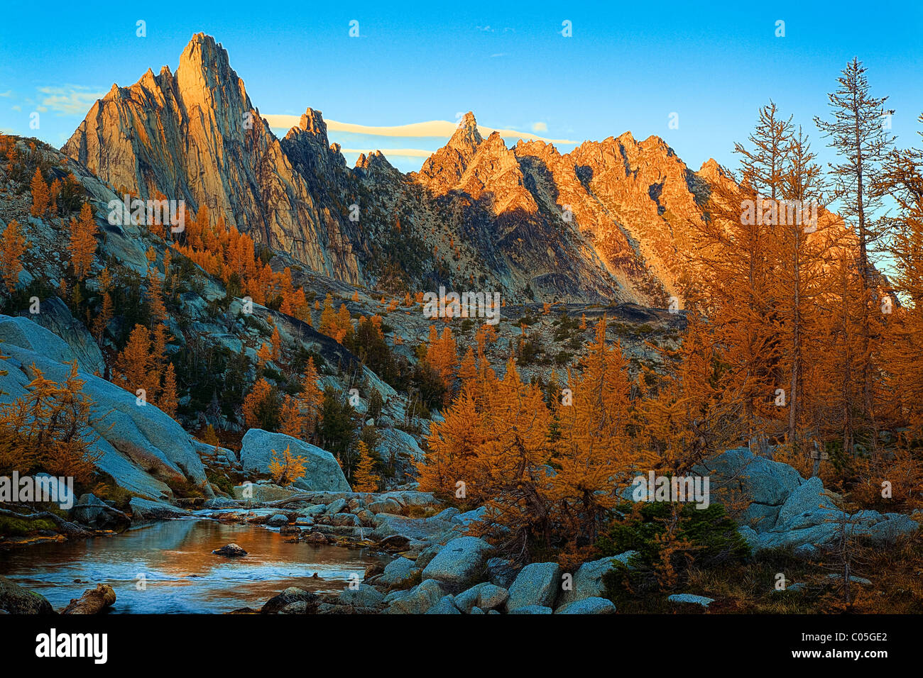 Prusik Peak and larch trees in the Enchantment Lakes wilderness area - Stock Image