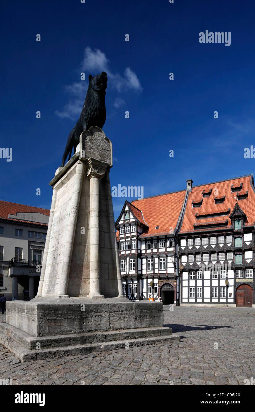 Lovely Burgplatz Castle Square With Braunschweiger Loewe Lion Monument, Chamber Of  Trade In The Von Veltheimsches