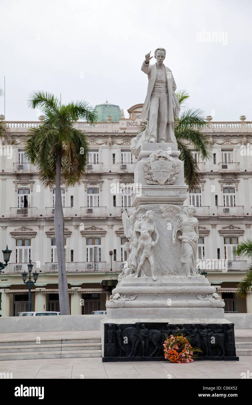 Cuba, Havana. Statue to José Marti, in front of the Inglaterra Hotel. - Stock Image