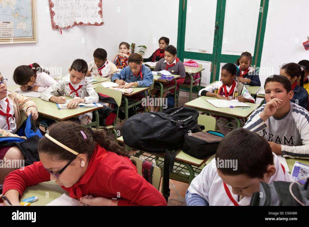 Cuba, Havana. Sixth Grade Students in Class Studying Cuban History. - Stock Image
