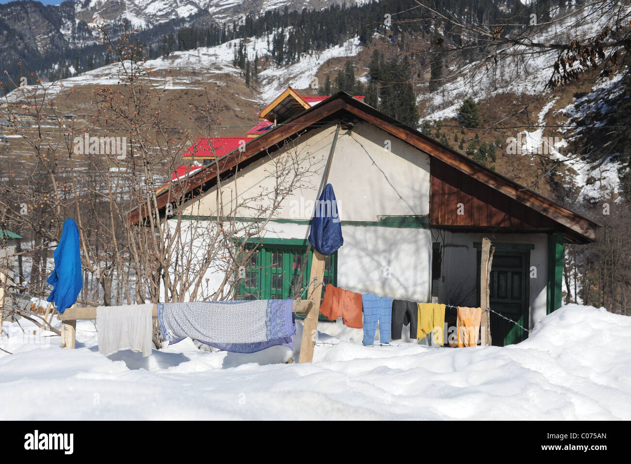 House in the snow in Manali, India - Stock Image