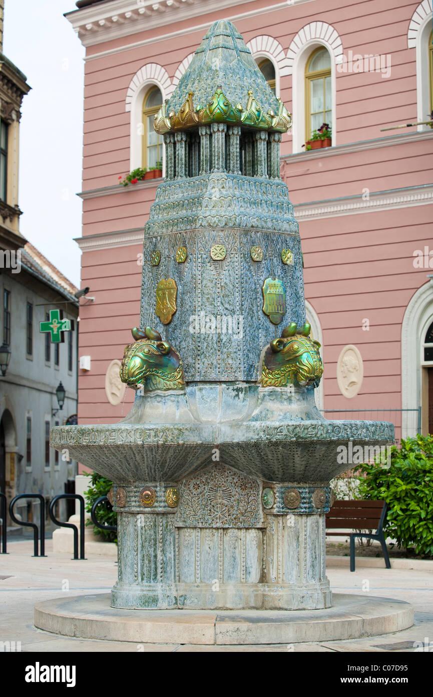Zsolnay kut, fountain, Pecs, Hungary, Europe - Stock Image