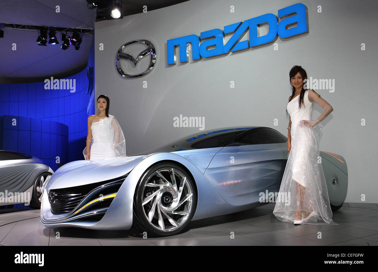 https://c8.alamy.com/comp/C07GFW/mazda-taiki-mazda-is-to-show-a-concept-car-called-taiki-at-the-tokyo-C07GFW.jpg
