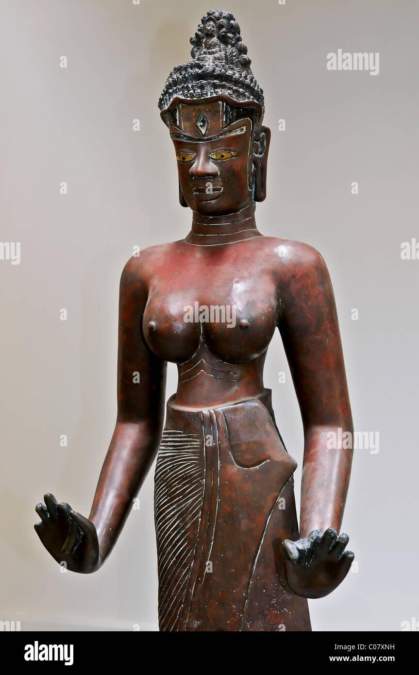 Bronze statue of Tara, dancer, Apsara, nymphet, Cham Museum, Da Nang, Vietnam, Southeast Asia - Stock Image