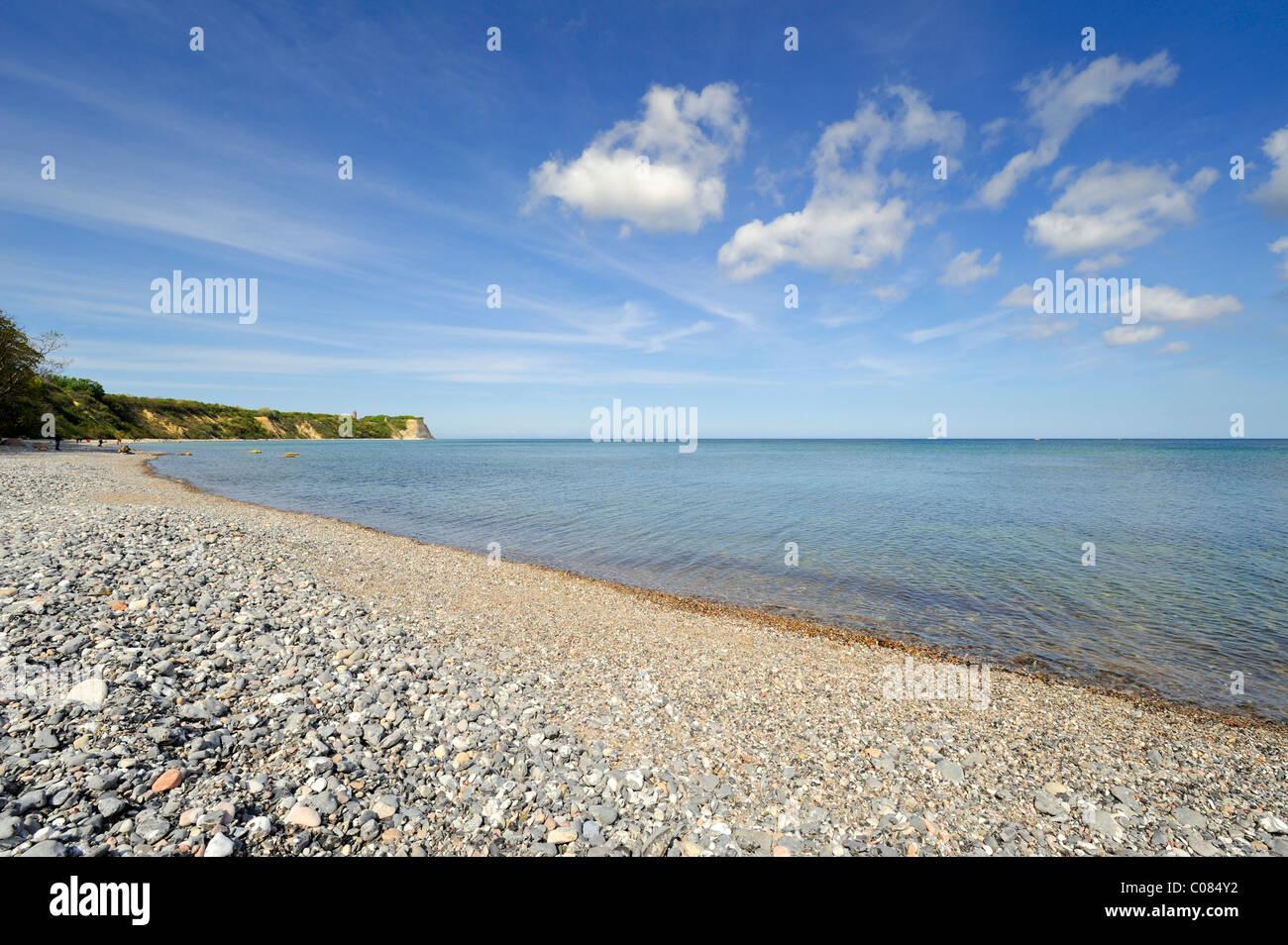 Gravel beach from flint stones, near fishing village Vitt with views of Cape Arkona, Ruegen Island - Stock Image