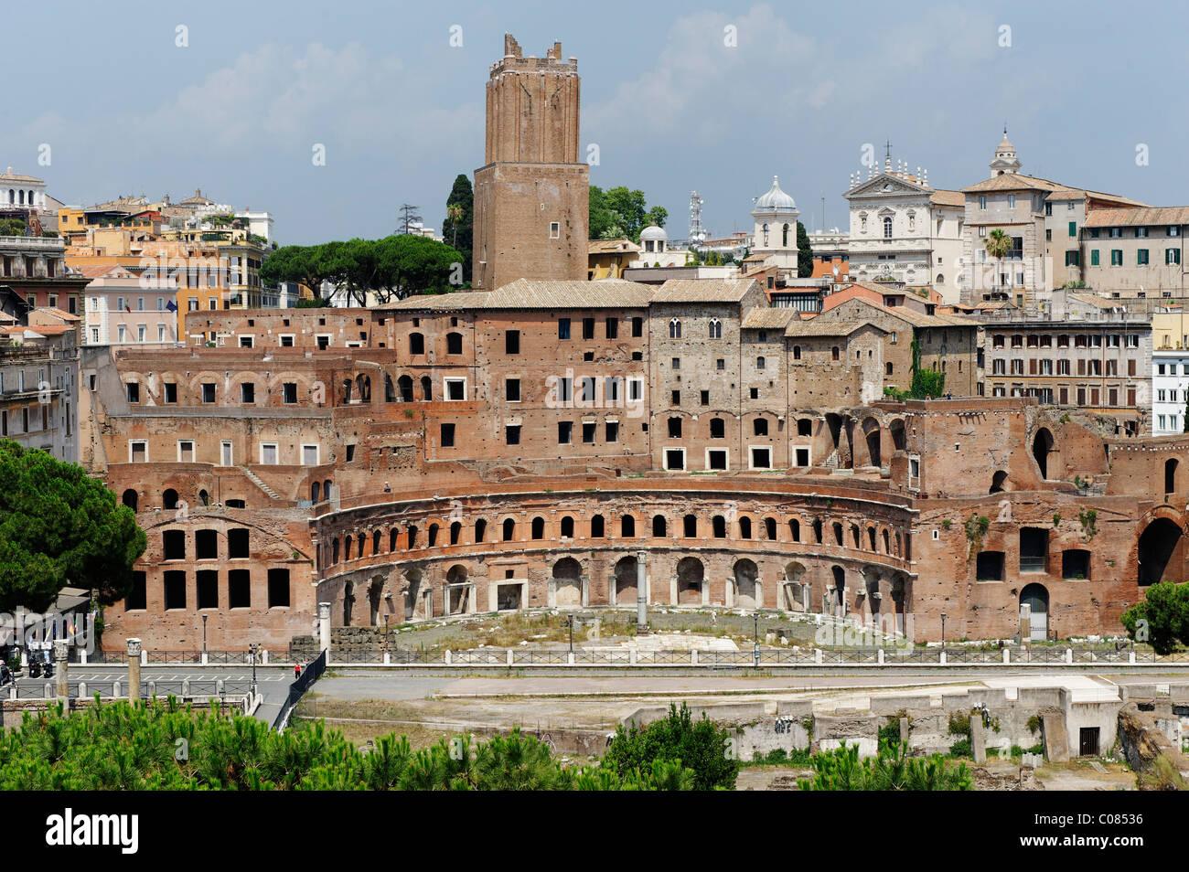 Trajan's markets, Forum di Traia, Mercati di Traiano, with the Torre Milizie, Rome, Italy, Europe - Stock Image