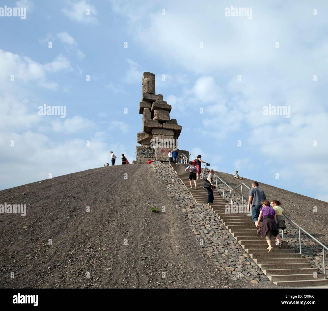Halde Rheinelbe dump, landmark with sculpture Himmelsleiter or Jacob's Ladder, Stairway to Heaven, Gelsenkirchen - Stock Image