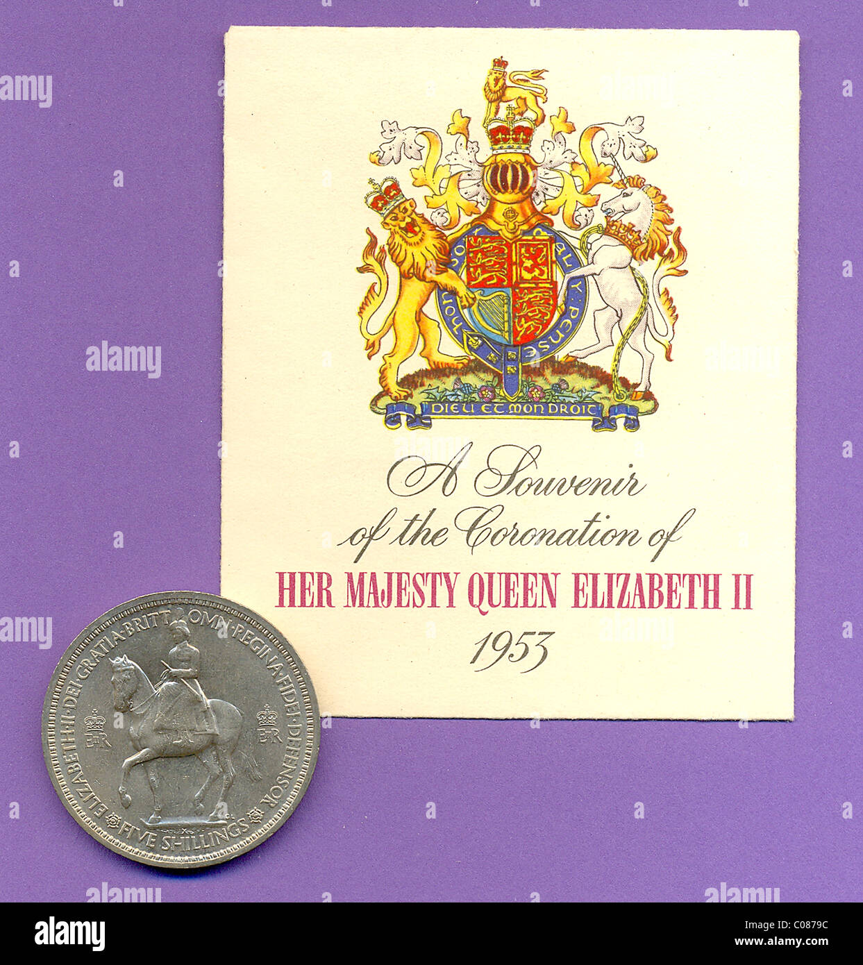 1953 Coronation crown coin and accompanying gift envelope - Stock Image