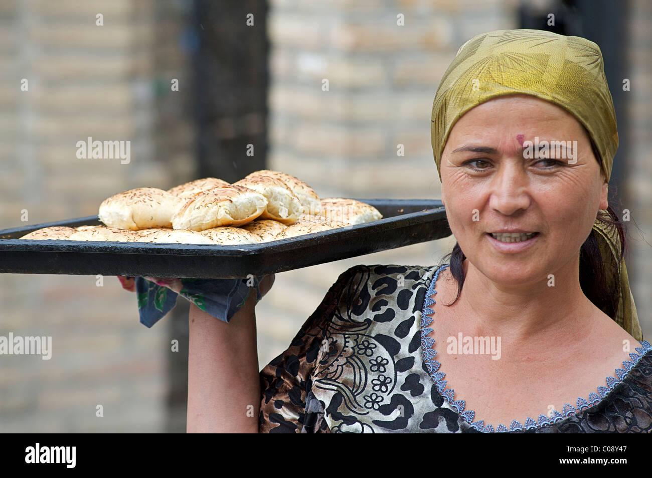 Itinerant Somsa vendor, Bukhara, Uzbekistan - Stock Image