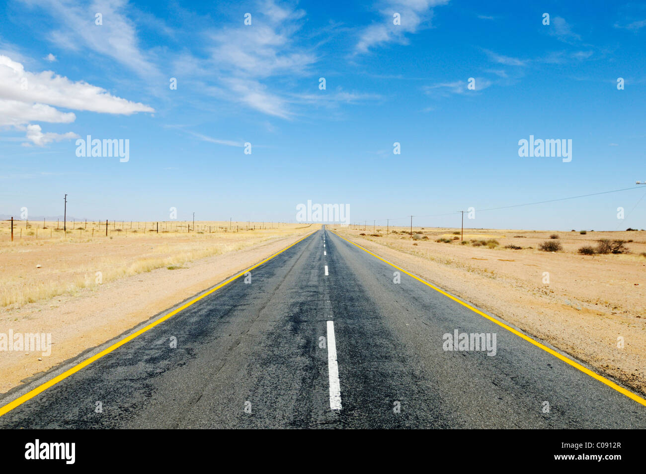 Lonely deserted road in the Namibian desert between Windhoek and Swakopmund, Namibia, Africa - Stock Image
