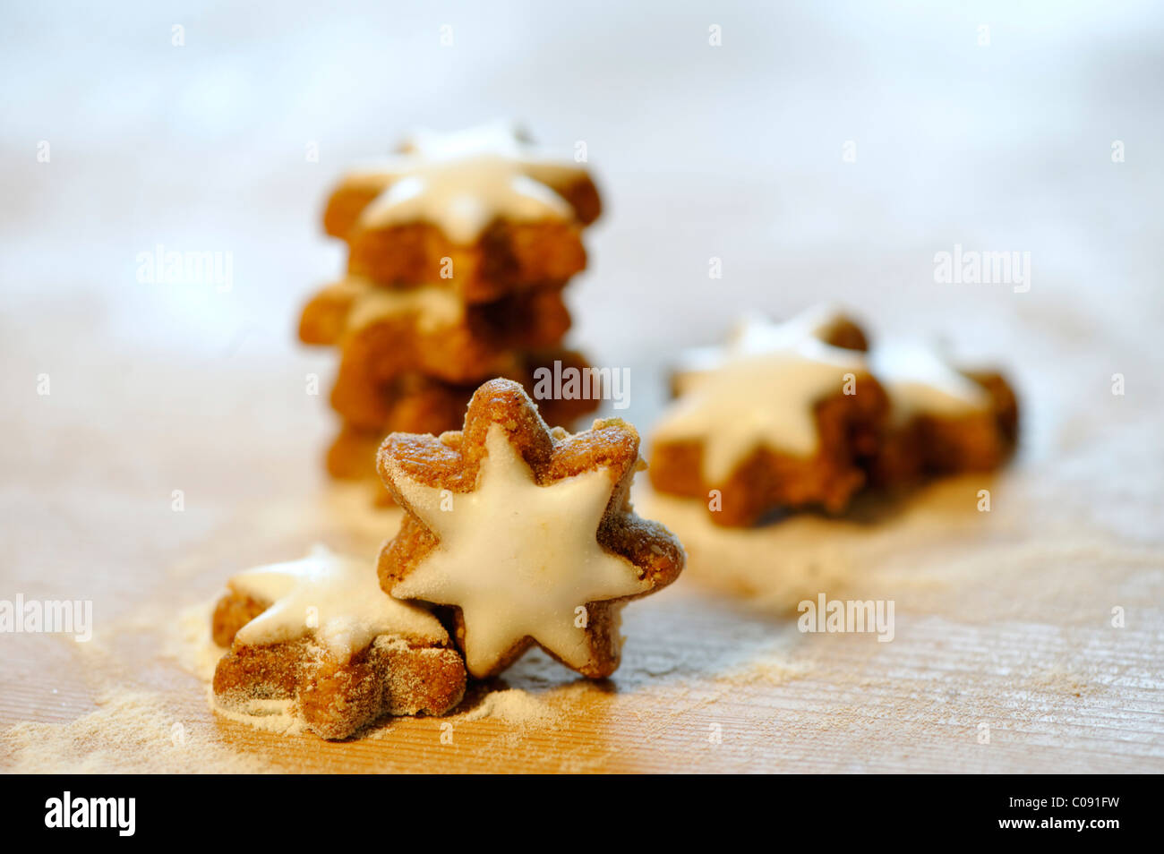 Star-shaped cinnamon biscuits - Stock Image