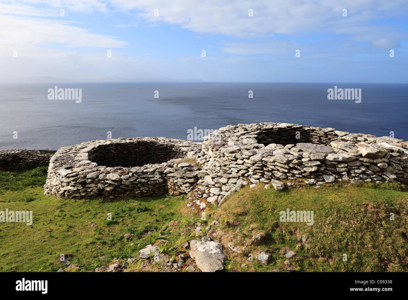 Glenfahan Beehive Huts, Slea Head, Dingle Peninsula, County Kerry, Ireland, British Isles, Europe - Stock Image