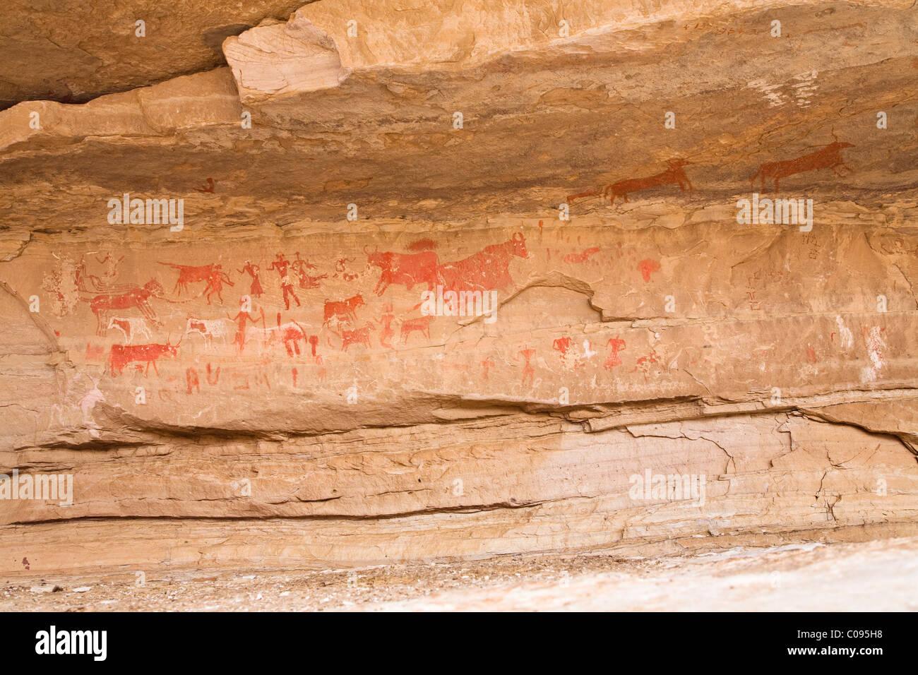 Prehistoric rock drawings in the Awis Valley, Akakus Mountains, Libyan Desert, Libya, Sahara, North Africa, Africa - Stock Image