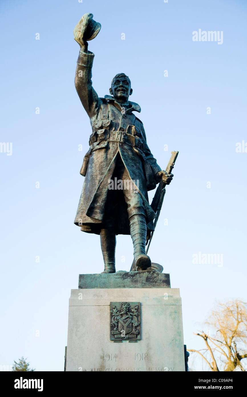 Statue depicting First World War soldier on a War Memorial in Radnor Gardens, Twickenham. UK. - Stock Image