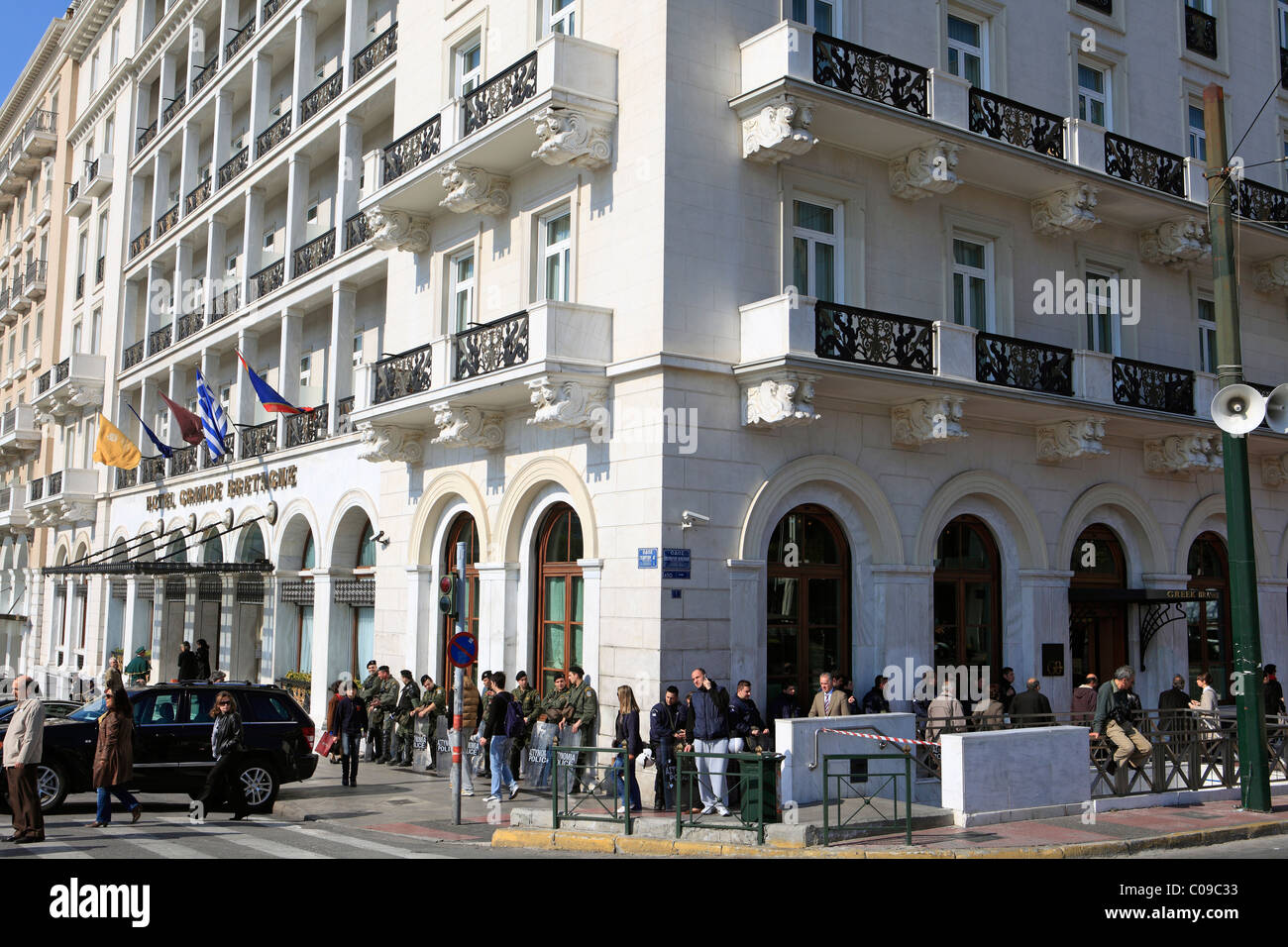 europe greece athens riot police resting outside the grande bretagne hotel - Stock Image