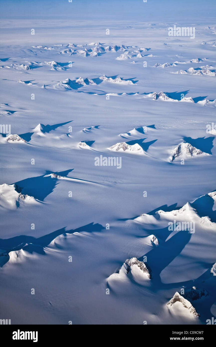 Mountain peaks protruding through the Greenland Ice Cap - Stock Image