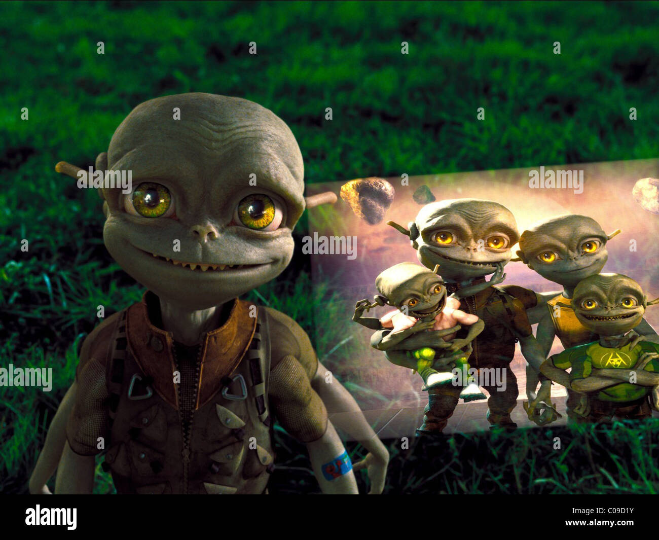 ALIEN ALIENS IN THE ATTIC (2009) - Stock Image