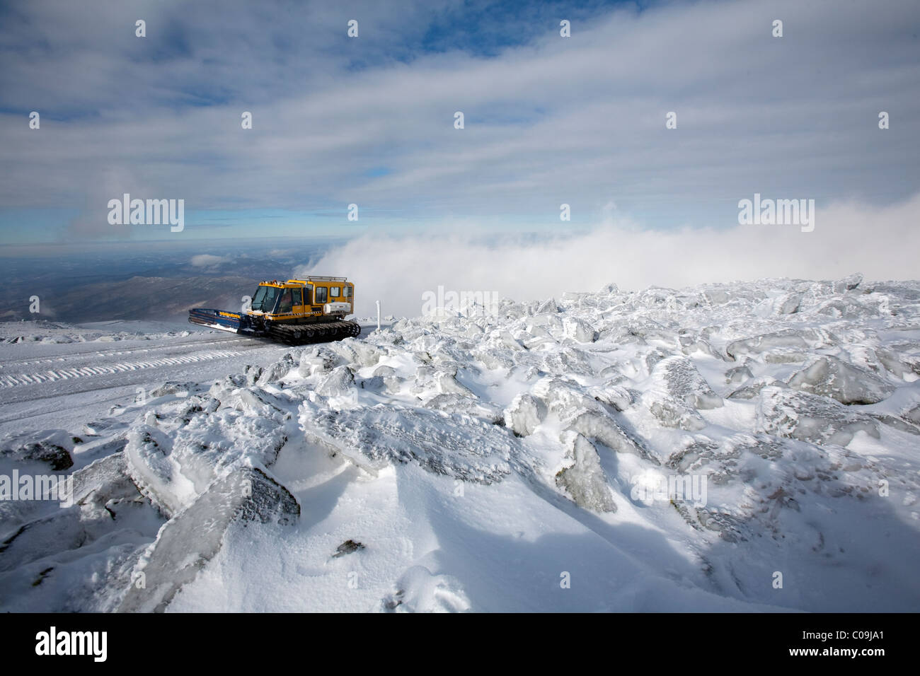 Access to the Mt  Washington Observatory and the summit of