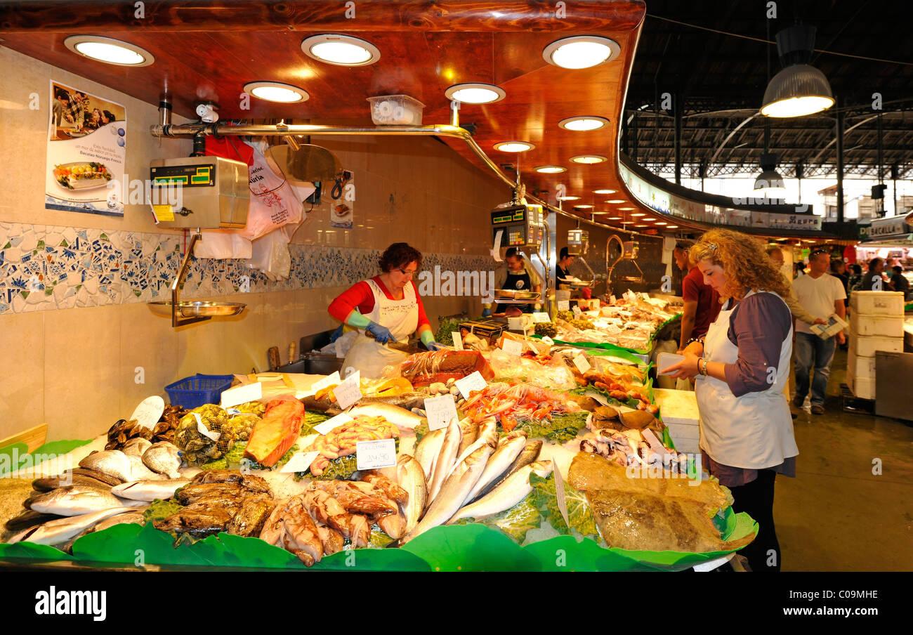 Crabs, shrimp, various fresh fish, market halls, Mercat de la Boqueria, Barcelona, Las Ramblas, Catalunya, Spain, - Stock Image