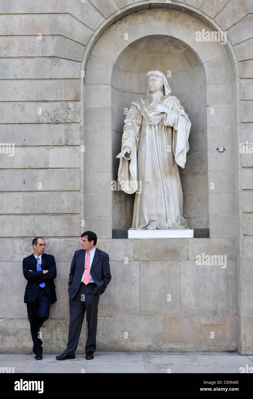 Government officials talking in front of a statue, seat of the Catalan regional government, Palau de la Generalitat - Stock Image