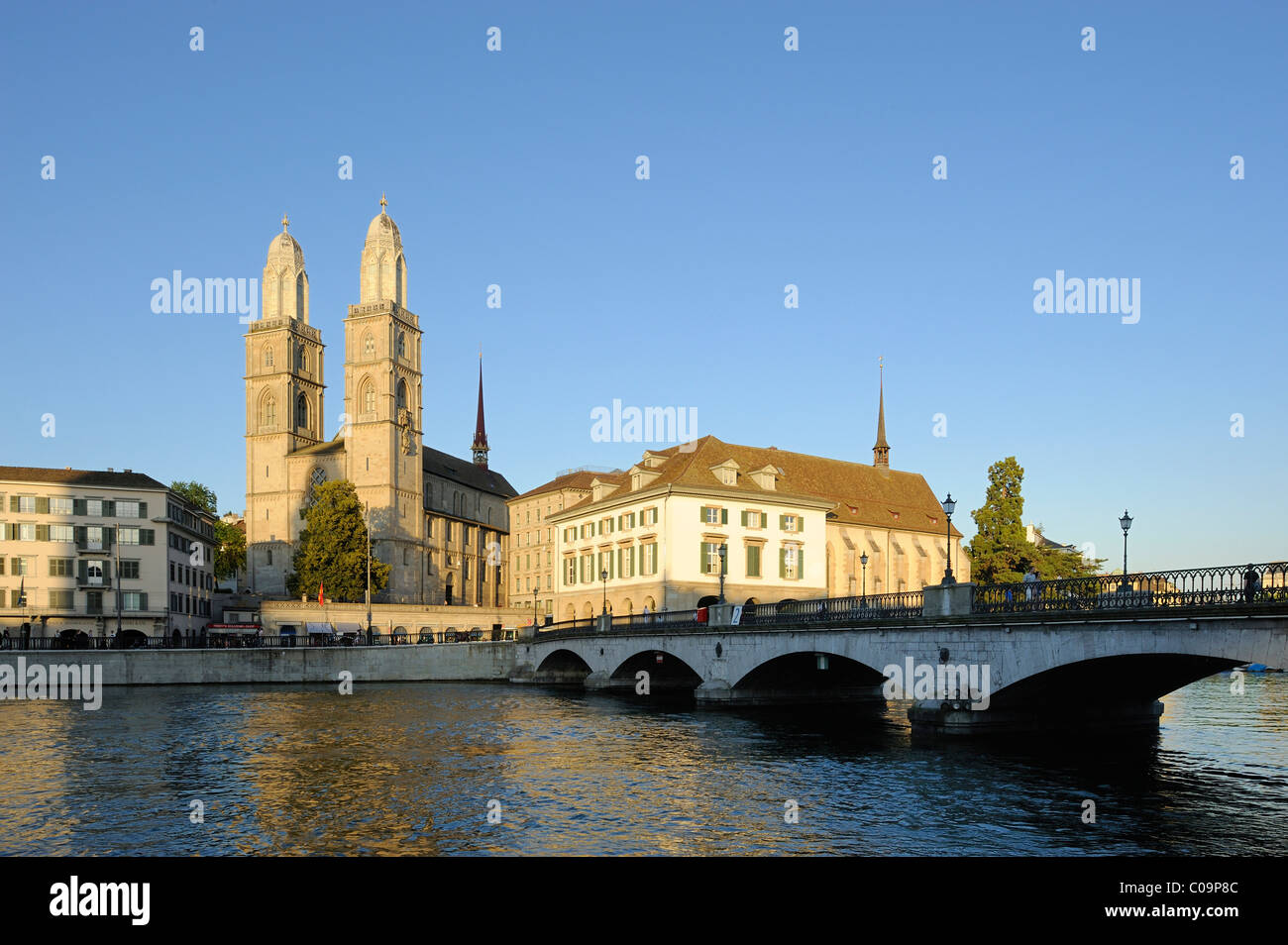 Limmat river with the Grossmuenster minster and the Muensterbruecke bridge, old town, Zurich, Switzerland, Europe - Stock Image