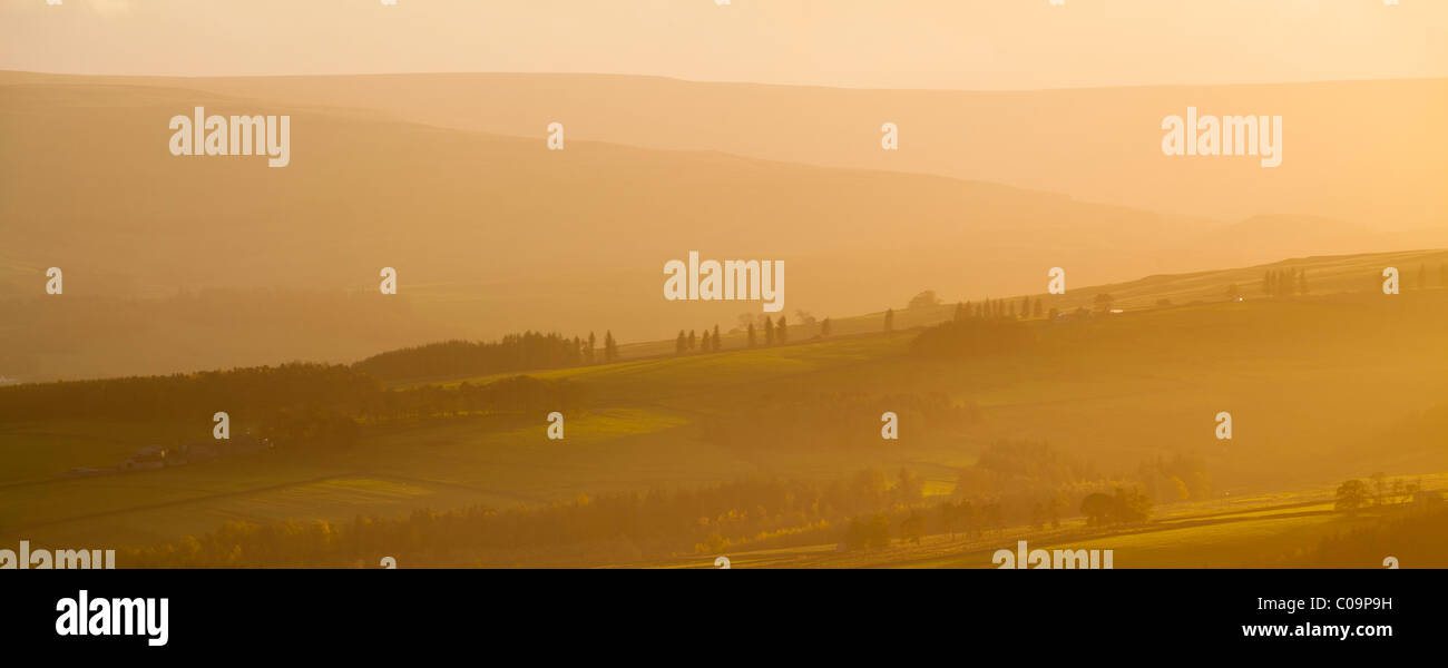 England, County Durham, Weardale. Hazy sunset over the hills of the Northern Pennines. - Stock Image