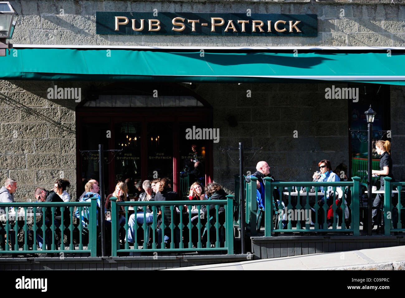 Sidewalk cafe in the historic town centre of Quebec City, Quebec, Canada - Stock Image