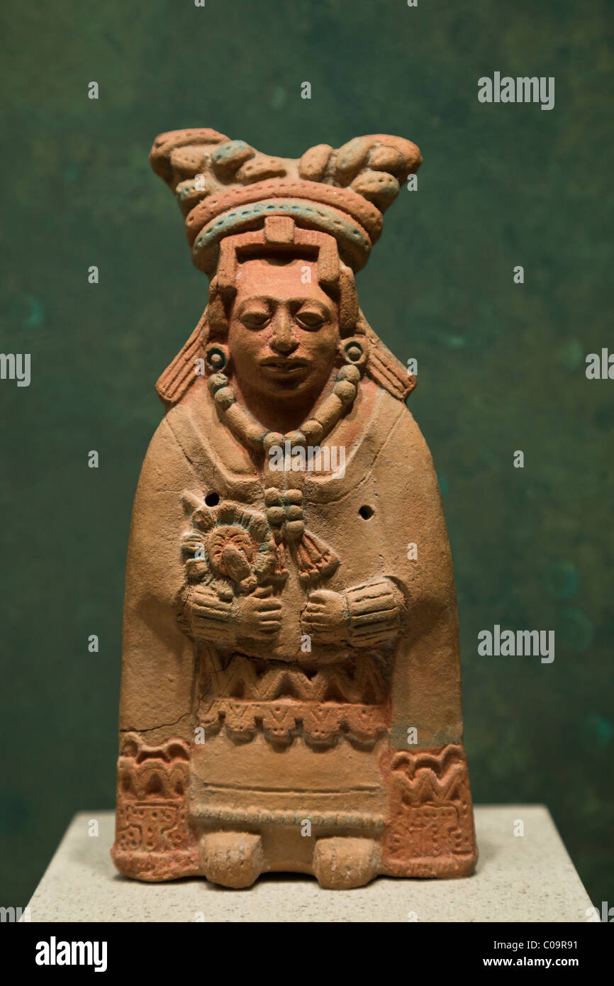 Clay Maya figurine in the National Museum of Anthropology, Mexico City. - Stock Image
