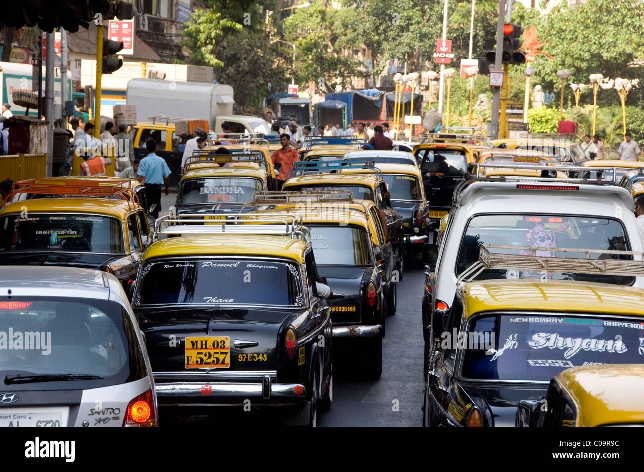India, state of Maharashtra, Mumbai (aka Bombay). Typical commuter traffic in downtown Mumbai. Stock Photo