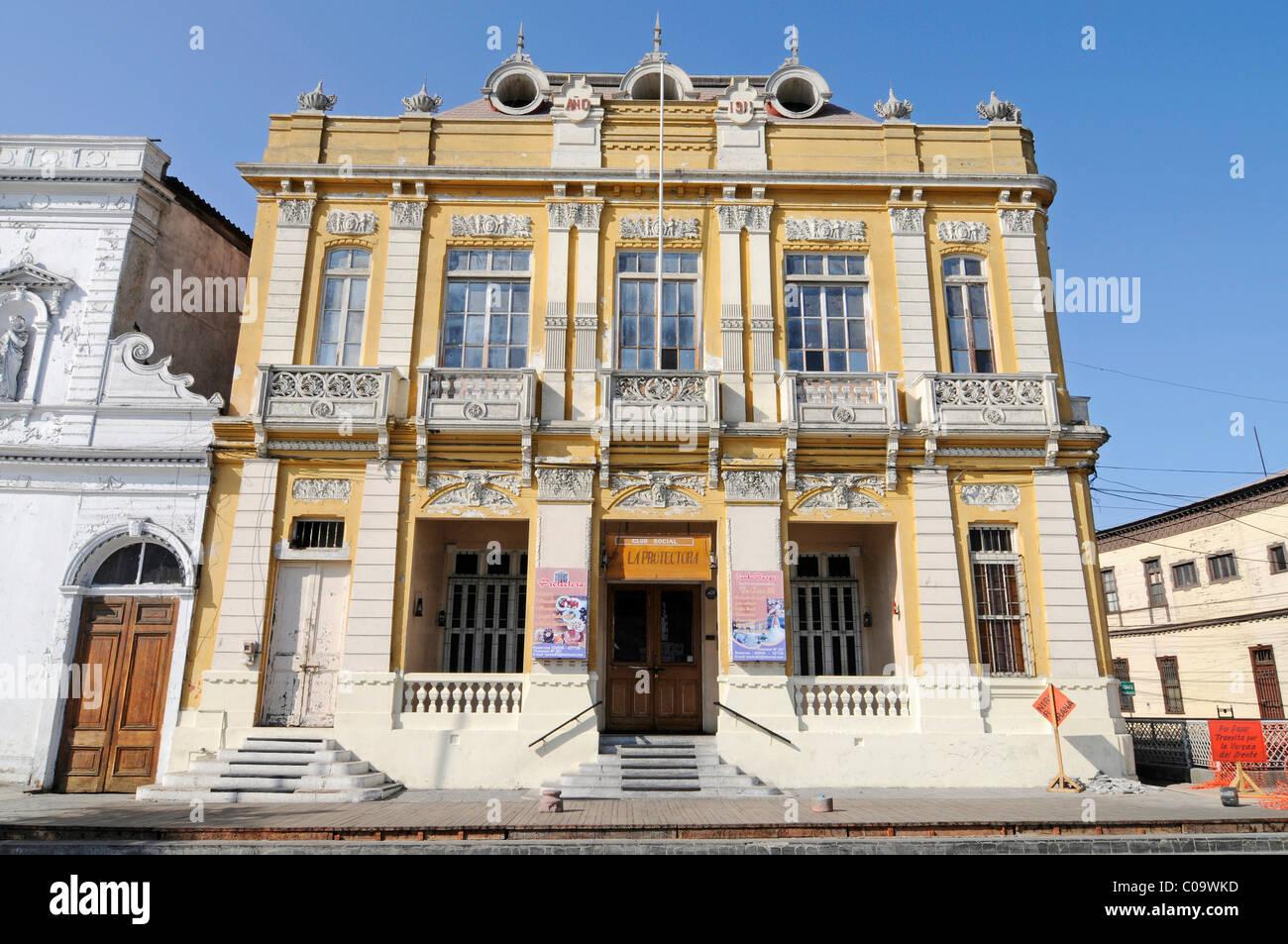 Historic building, Plaza Arturo Prat square, Iquique, Norte Grande, Northern Chile, Chile, South America - Stock Image