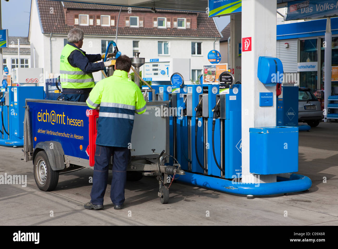 Gauging office controlling fuel pumps at a petrol station, Hesse, Germany, Europe - Stock Image