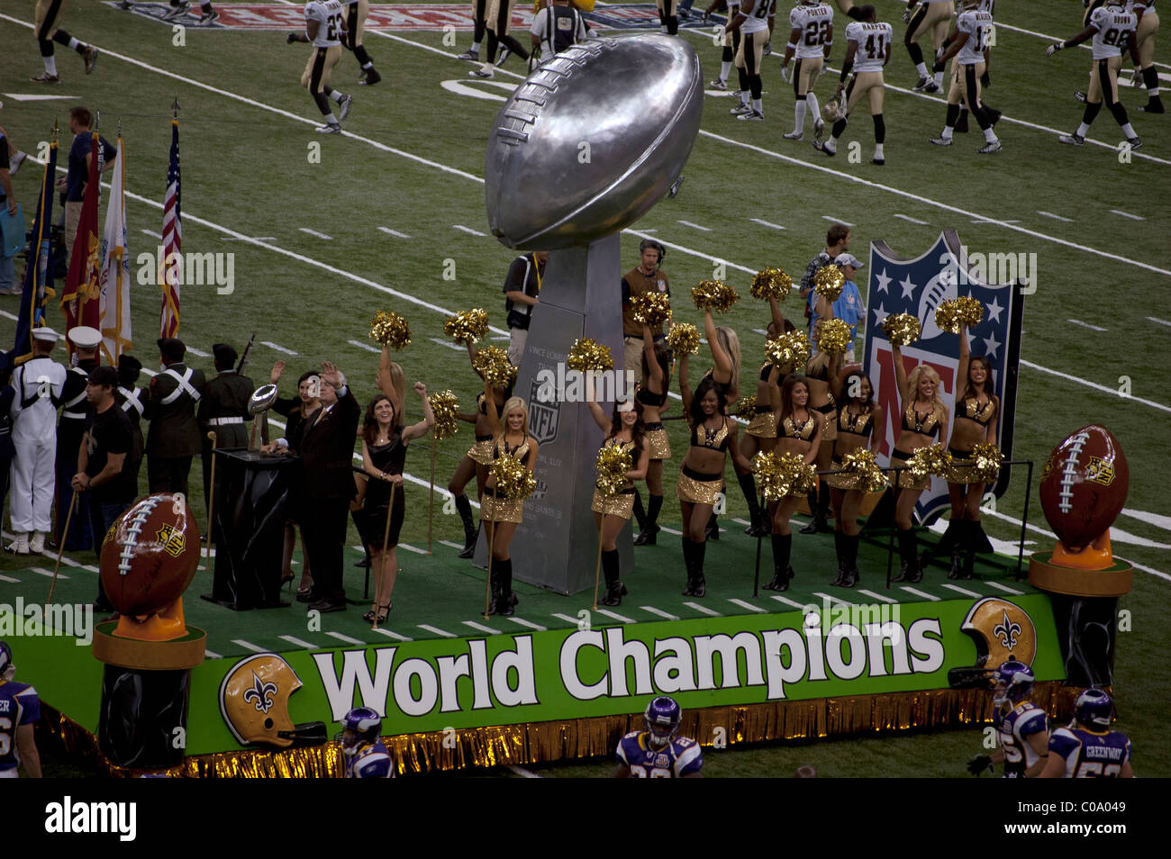 1f16d125 New Orleans Saints celebrate Superbowl win at NFL's opening game of ...