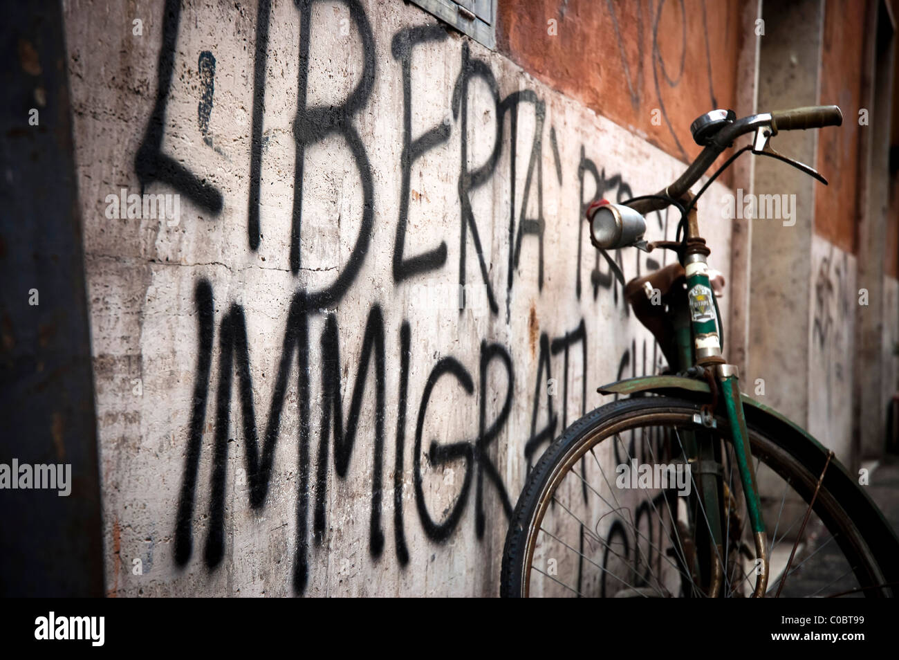 'Free immigration' is written on a Trastevere wall, Rome, Italy - Stock Image