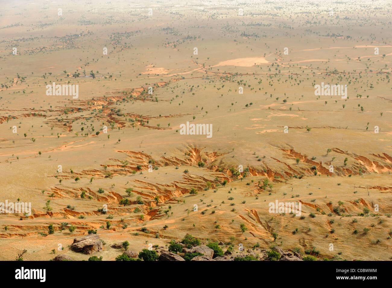 Gully erosion on the Gondo Plain, on the east side of Pays Dogon, Mali - Stock Image