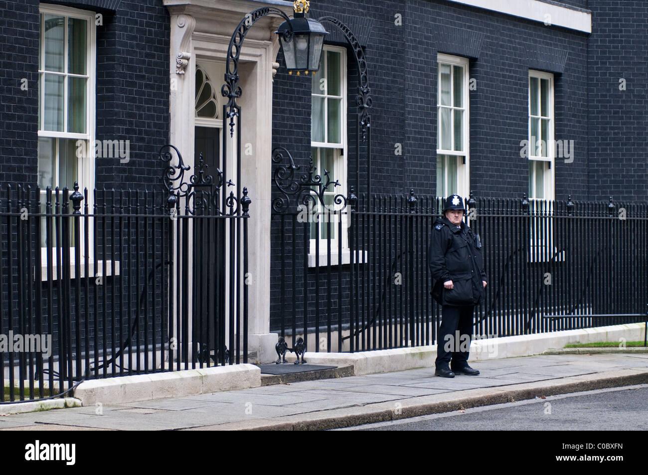 Policeman in Downing street, London, England, UK - Stock Image