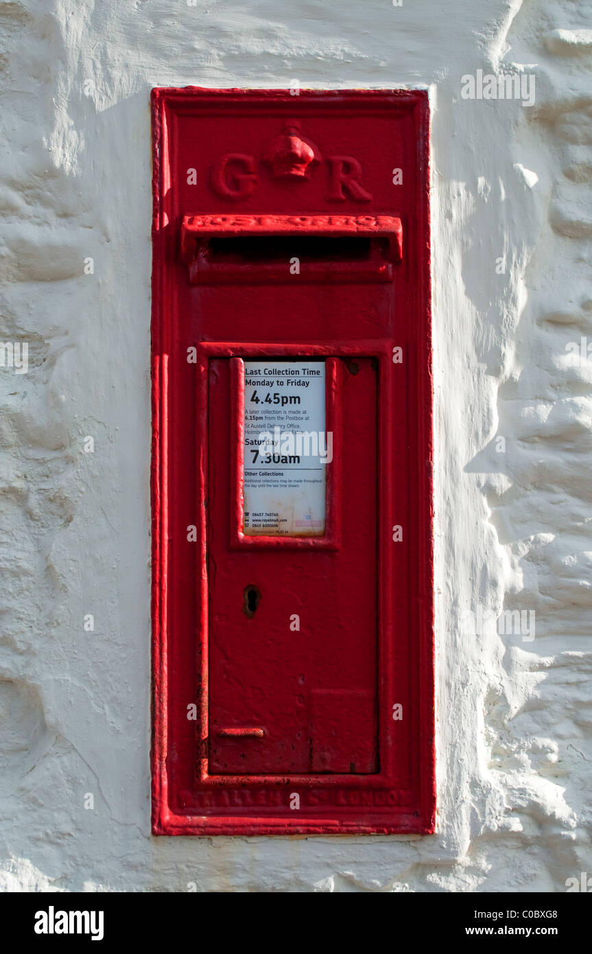 a traditional red english postbox - Stock Image