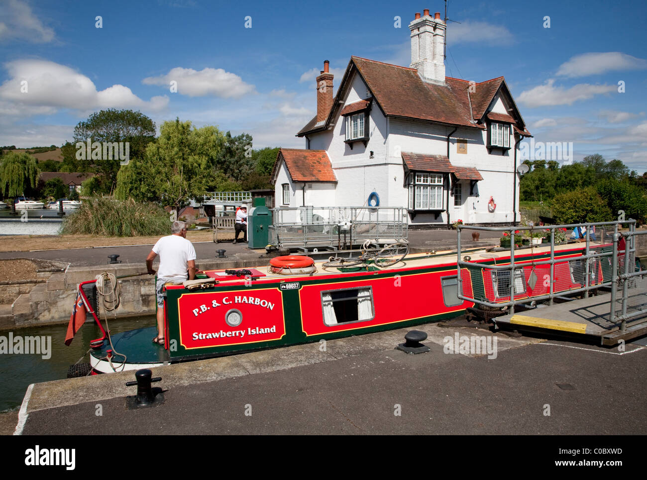 Canal boat in Goring Lock, Goring and Streatley, Berkshire Stock Photo