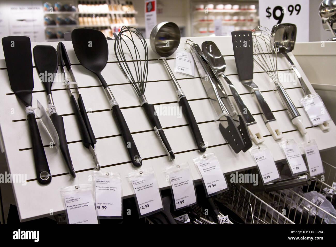 kitchen utensil store display Stock Photo: 34684864 - Alamy