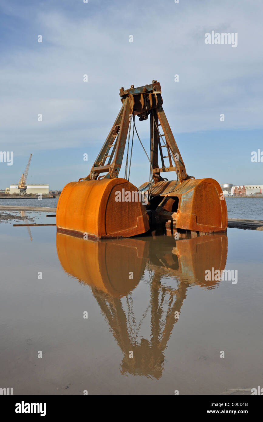 A Clamshell bucket of the type used on crawler cranes