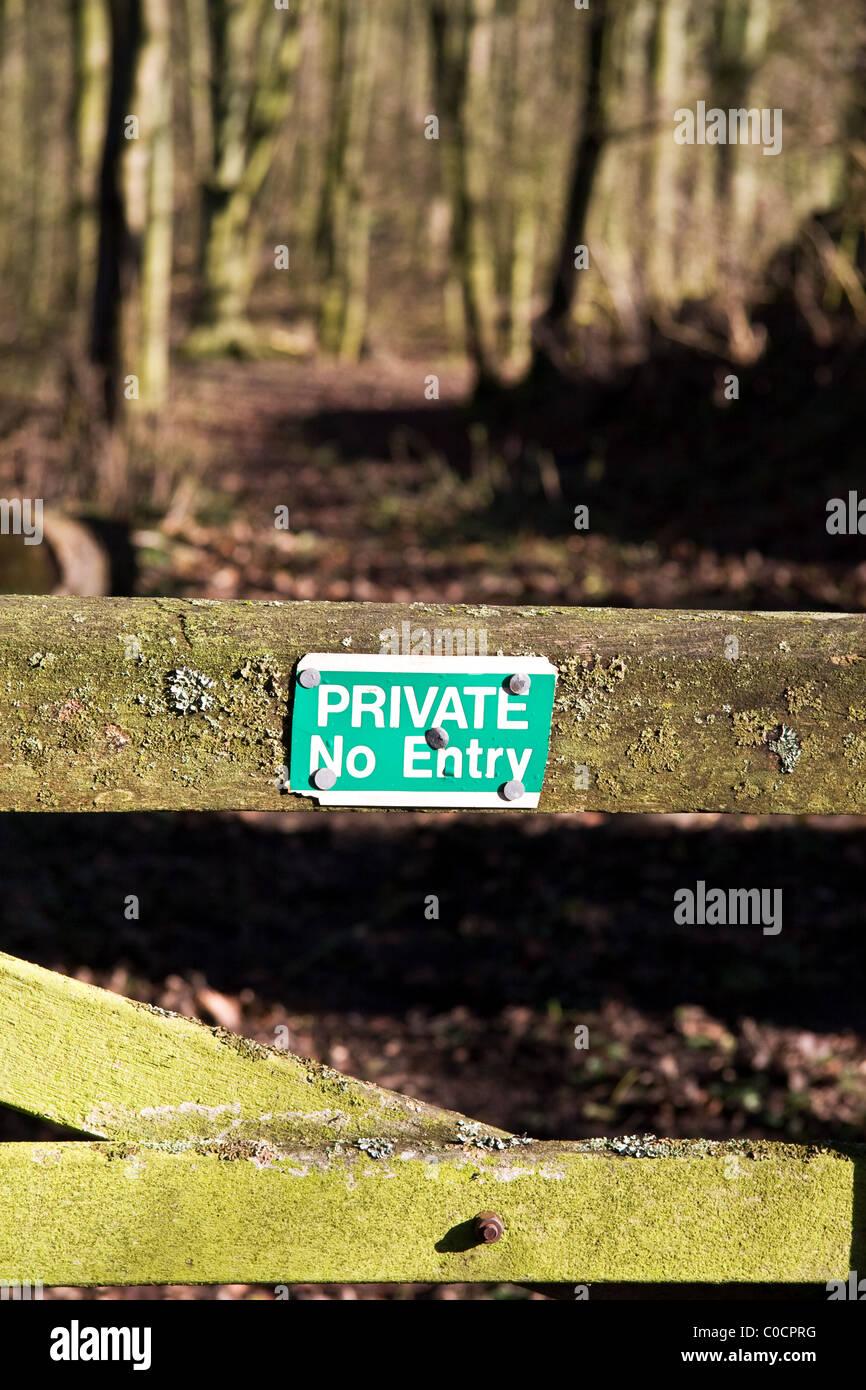 No entry sign on gate, woodlands, Hertfordshire, England, UK - Stock Image